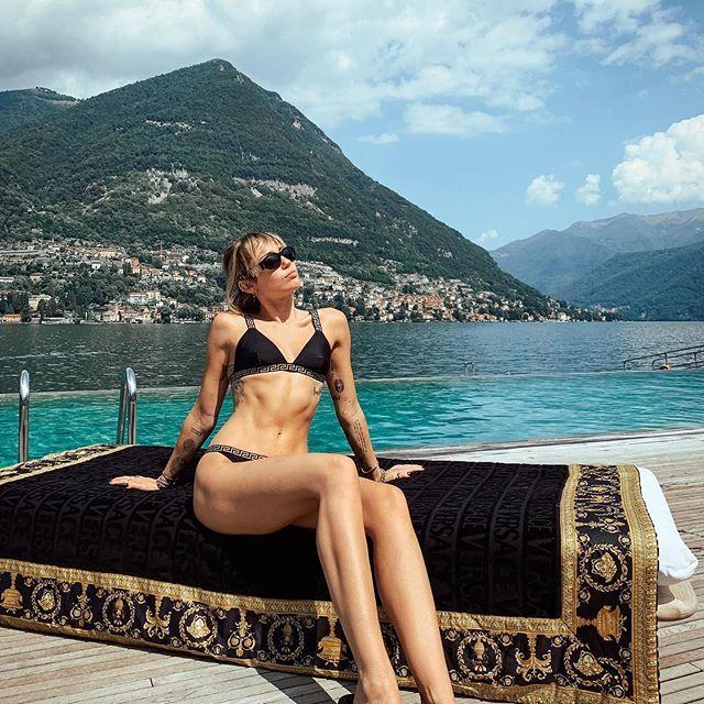 Sei solo un'immatura narcisista! Pioggia di critiche per Miley Cyrus sulle Dolomiti