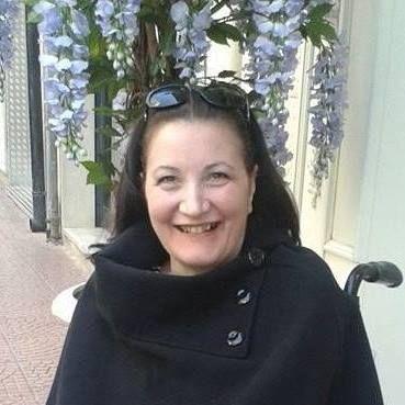 Taranto/ Carla Bocola malata di Sla perde l'assegno per le cure : Facebook entra in azione per aiutarla