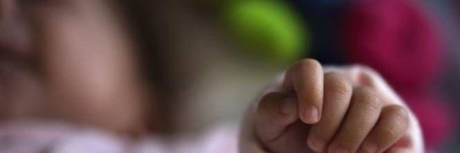 Getta a terra il piccolo di 3 mesi : Mamma a Catania accusata di omicidio