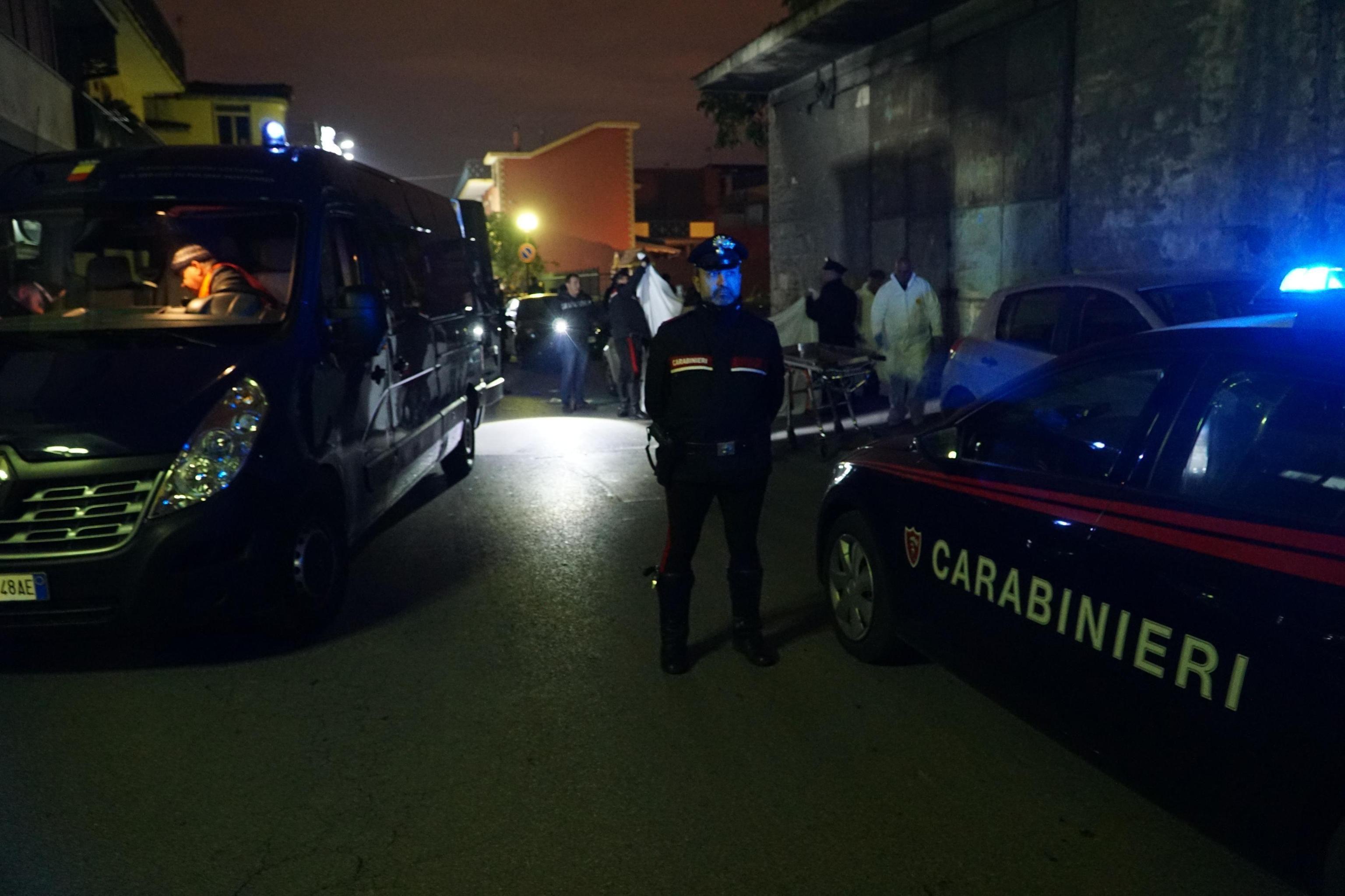 Napoli - Agguato a Casalnuovo: Morti madre di 55 anni e il figlio 34enne pregiudicato