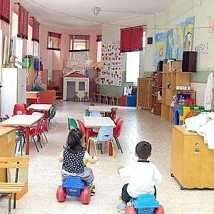 Prato, morsi e graffi in una scuola materna : Bimbi terrorizzati dai compagni violenti