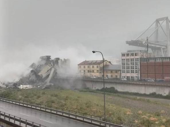 Genova, crolla ponte Morandi su autostrada A10 : almeno 29 morti