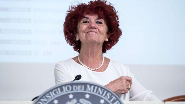 Contratto scuola, il ministro dell'istruzione Valeria Fedeli ai docenti : Dovete lavorare di più