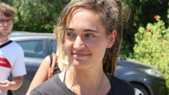 Viziata comunista tedesca! Carola Rackete torna in Germania, ancora insulti da Salvini