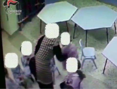 Maltrattamenti bimbi : arrestate 4 maestre a Bari