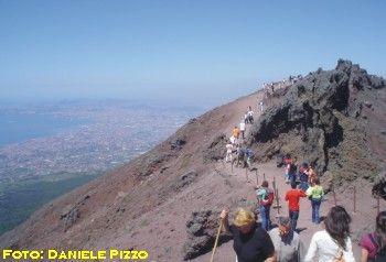 Napoli scoperti rifiuti tossici ai piedi del vesuvio for Planimetrie da 2500 piedi quadrati