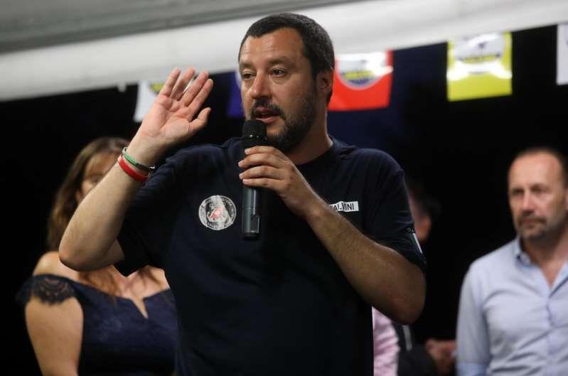 Matteo Salvini : Migliaia di persone hanno firmato la richiesta di una mozione di sfiducia al ministro dell'Interno