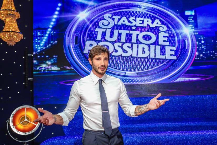 Stefano De Martino debutta a Stasera tutto è possibile