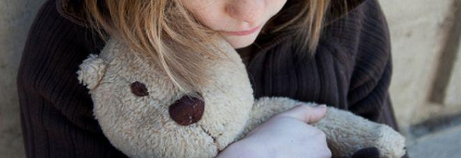Padova, scalza e disperata sulla tomba della madre : 14enne voleva sfuggire al papà violento