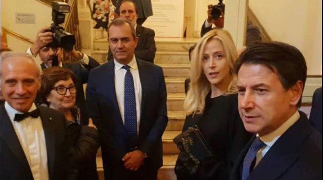Giuseppe Conte e la compagna Olivia Paladino al San Carlo di Napoli : La prima uscita pubblica