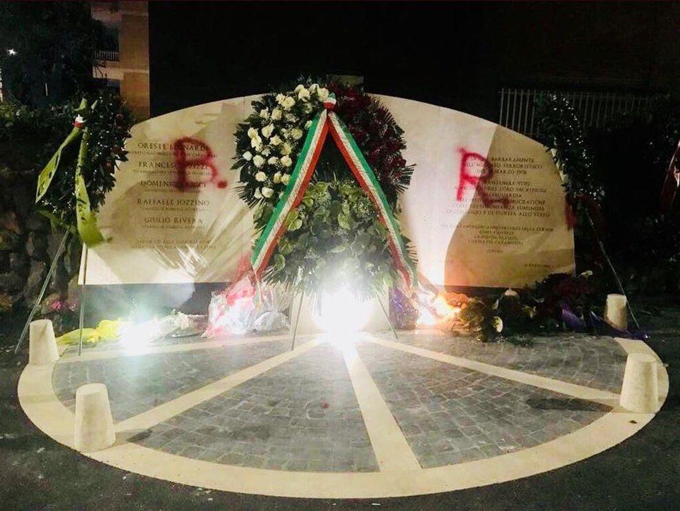 Roma. Imbrattata la lapide di Aldo Moro in via Fani
