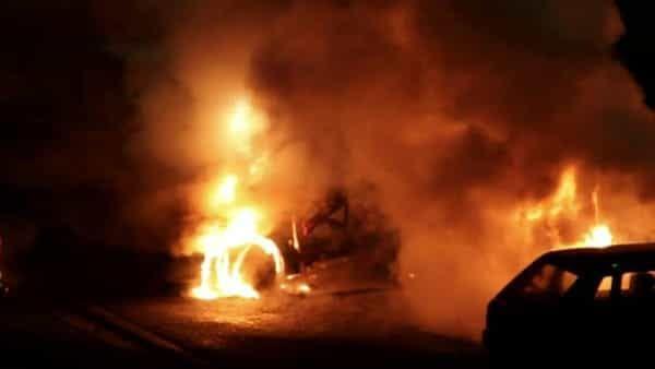Brescia/ l'auto prende fuoco sulla statale 45bis : Padre e figlia di 5 anni salvi per miracolo