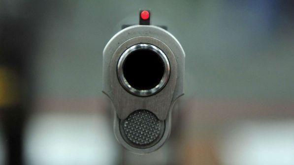 Napoli : donna di 52 anni ferita da un proiettile vagante mentre era al balcone