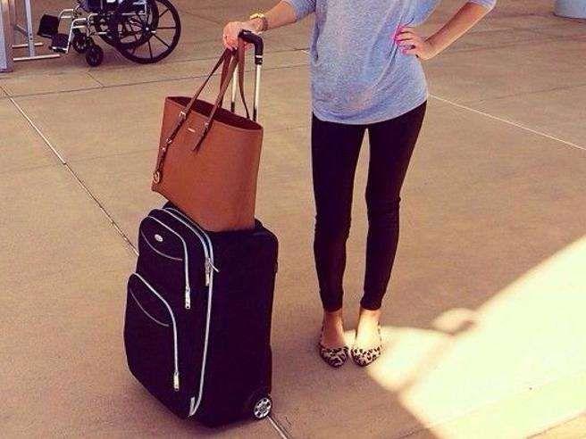 United Airlines : Bandite due ragazze da un volo perché indossano i leggings