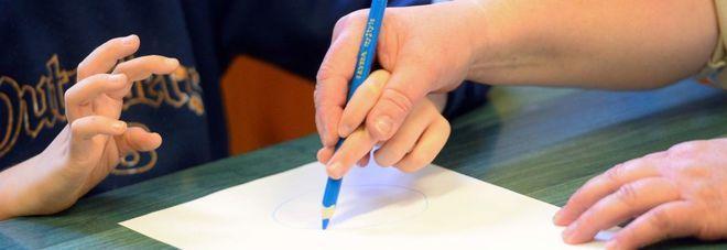 Scuola, alunni disabili a casa, mancano insegnanti di sostegno: Ecco la proposta choc del preside