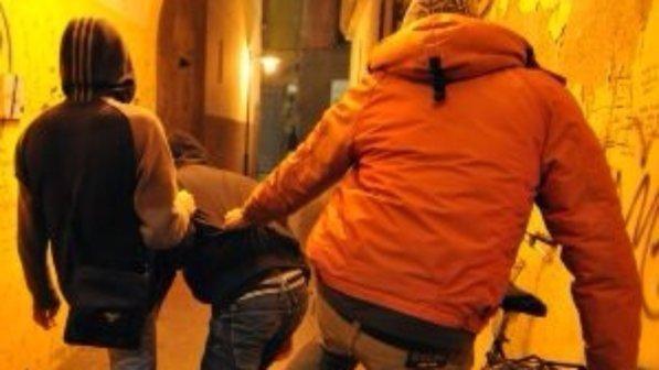 Baby gang Napoli : Individuati e denunciati dalla polizia due minori per aggressione ad un coetaneo