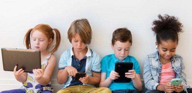 Minori e tecnologie digitali : oltre la metà dei bambini e bambine italiani di 6-10 anni usa abitualmente la rete