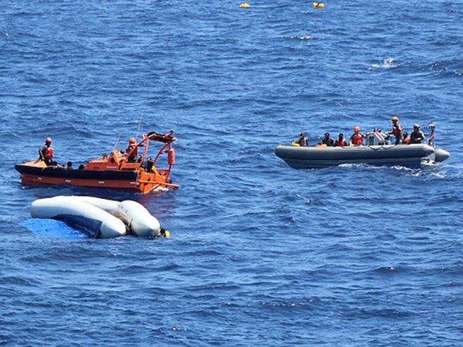 La nave americana Trenton non ha celle frigorifere : I corpi di 12 migranti lasciati in mare