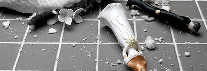 Napoli : Il marito scappa con i soldi delle buste ... rissa al matrimonio