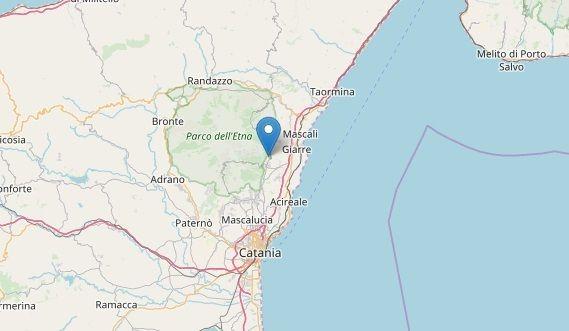 Forte scossa di terremoto sull'Etna di magnitudo 3.3 : Panico e gente in strada