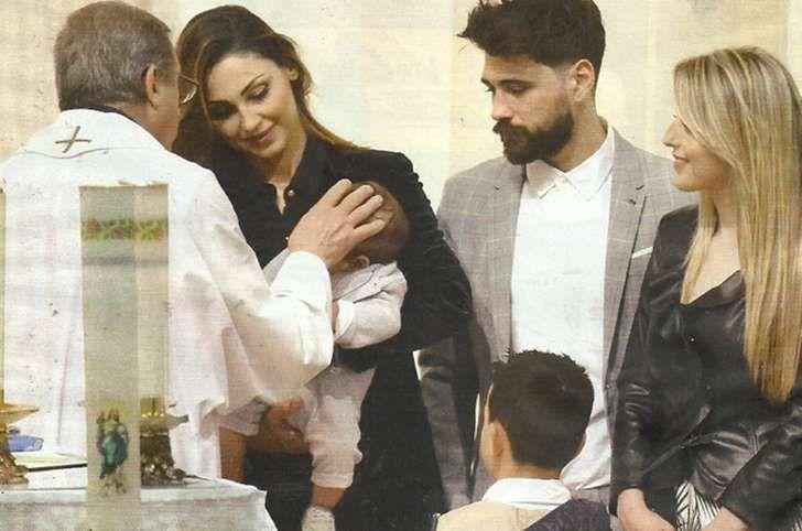 Anna Tatangelo madrina al battesimo del nipote Francesco col figlio Andrea