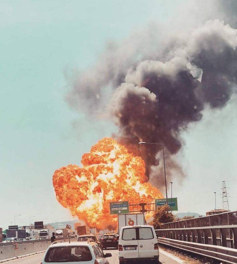 Bologna, forte esplosione in tangenziale : due vittime e oltre 60 feriti