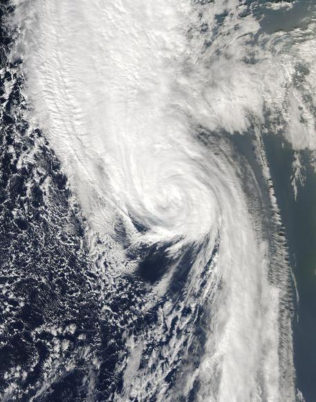 Uragano Ophelia : Una vittima in Irlanda, 120 mila case senza luce