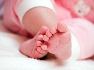 Nessun segno di vita! Donna cerebralmente morta prosegue gravidanza e dà alla luce una bimba sana