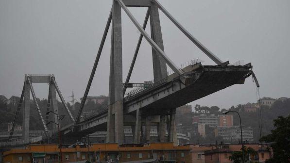 Ponte crollato a genova : sequestrati documenti, familiari contro funerali di Stato