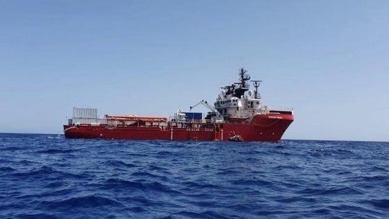 Migranti Ocean Viking, 58 su 82 a 4 Paesi Ue : Altri 2 sbarchi notturni a Lampedusa