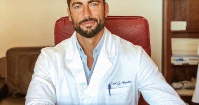 Il medico più bello d'Italia fa impazzire il web... chi è Giovanni Angiolini