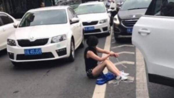 Cina : Donna sequestrata e chiusa nel bagagliaio di un'auto salvata da un tamponamento