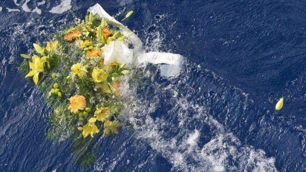 Salerno, sbarca una nave con 400 migranti : A bordo 26 cadaveri di donne, 21 bambini e 26 adolescenti