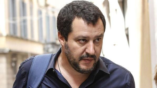 Carlo Cottarelli a Montecitorio : Lega M5s e PD in piazza