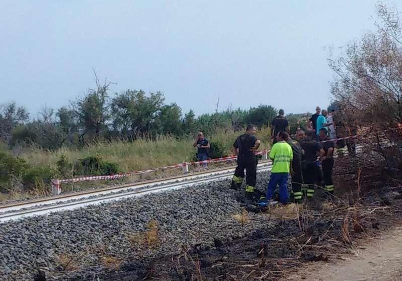 Calabria, tragico incidente ferroviario: Treno investe una famiglia, muoiono 2 bimbi grave la madre