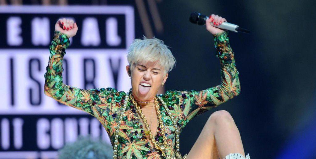 Miley cyrus sempre pi hot a miami si strizza il lato b - Cerco casa a miami ...