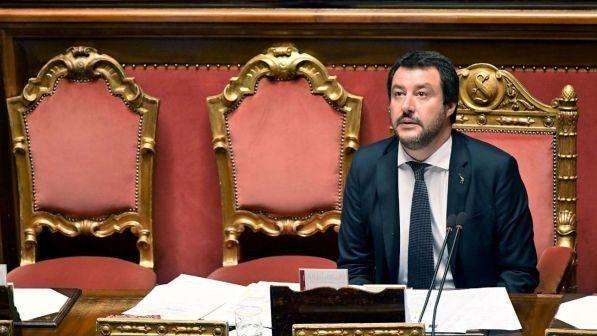 Migranti, Salvini, chiusura dei porti: Basta fare gli zerbini, stop anche a contraffazione e grano