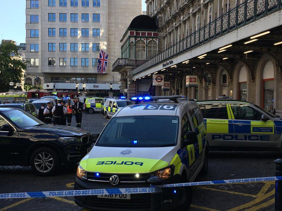 Londra, allarme alla stazione Charing Cross. Uomo sui binari : Ho una bomba addosso