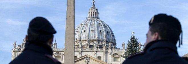Vaticano/ l'usciere del Papa condannato a 3 anni : Cocaina e video pedofili nella sua auto