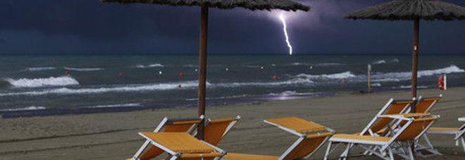 Fulmine in spiaggia a Cosenza :  feriti due fratelli, uno è gravissimo