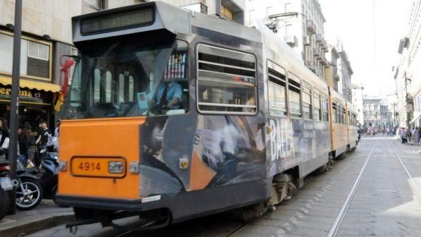 Milano : Uomo sdraiato sui binari morto travolto da un tram in via Giovanni Battista Grassi