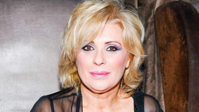 Uomini e Donne : Tina Cipollari salta addosso a Gemma e colpisce Gianni Sperti
