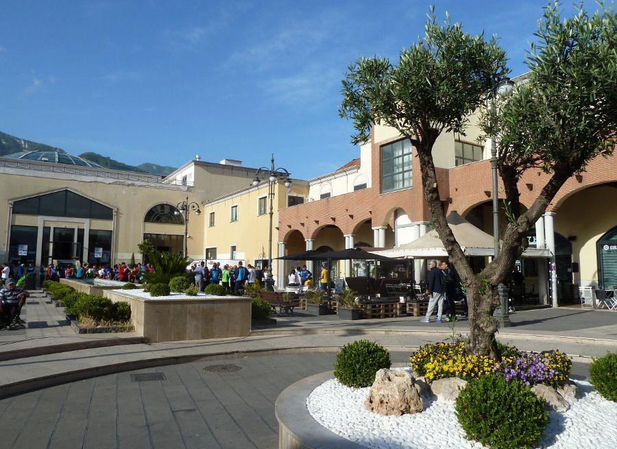 A Salerno a scuola in divisa - L'ira degli studenti, ma la preside : E' segno d'identità