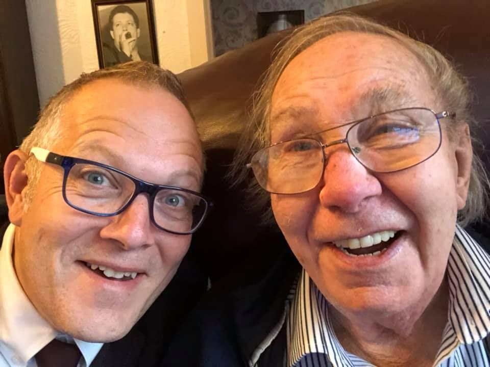 Mio padre NON è morto! Il giornale pubblica necrologio di una persona ancora viva