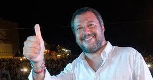 Matteo Salvini cambia i moduli della carta d'identità