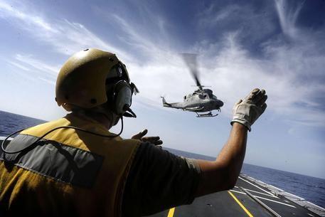 Elicottero della Marina cade durante un'esercitazione notturna : Muore un militare, erano in 5
