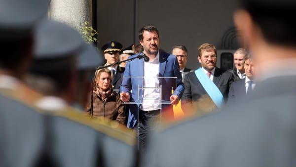Migranti : Matteo Salvini è di nuovo indagato per sequestro di persona