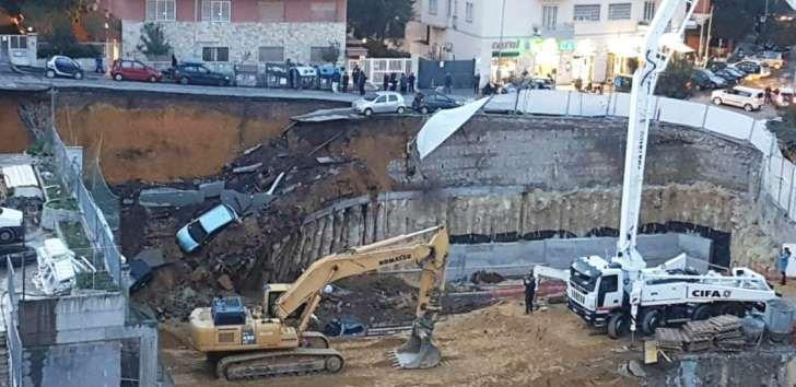 Cede una strada a Roma : auto inghiottite dalla voragine, evacuati due palazzi