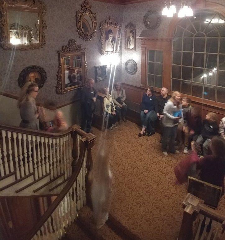 The Shining : Il fantasma di una bambina appare nella foto dell'hotel