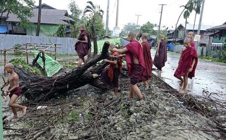 Ciclone Bangadesh : 9 morti e 21 dispersi